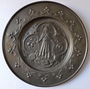 Cínový dekorativní talíř se světicí (1).JPG