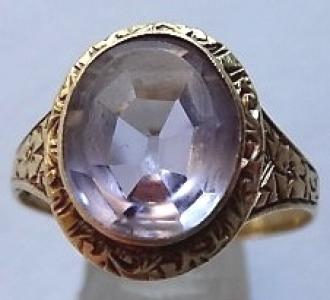Gravírovaný zlatý prstýnek s ametystem (1).JPG