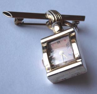 Stříbrná a zlacená brož, s hodinkami Alton (1).JPG
