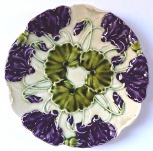 Secesní talířek s fialovými květy - Schutz, Cilli (1).JPG
